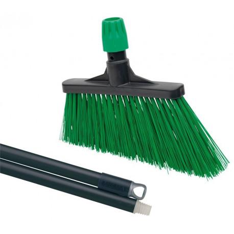 Zahradní smeták šikmý zelený s násadou
